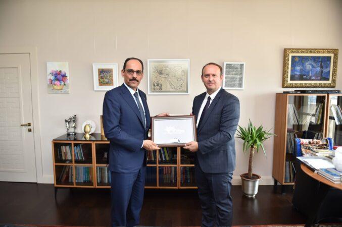 Afrim Gashi e takoi Zëdhënësin e Presidentit Erdoğan