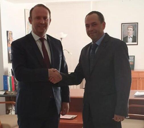 Afrim Gashi takohet me ambasadorin bullgar, Angel Angelov