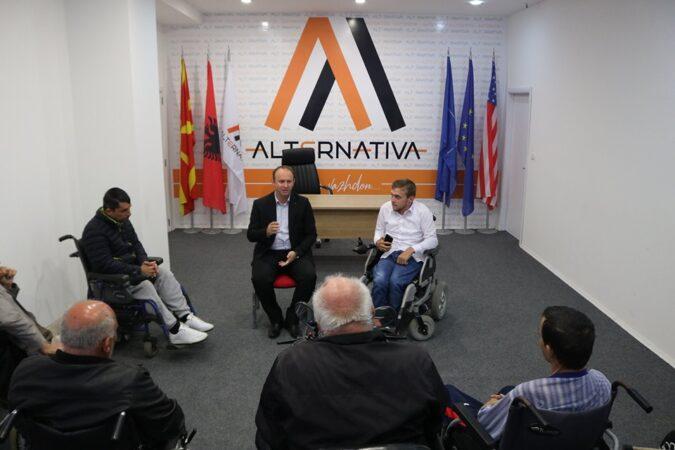 """Kryetari i Alternativës, Afrim Gashi, takohet me përfaqësuesit e shoqatës """"SOS VITA"""""""