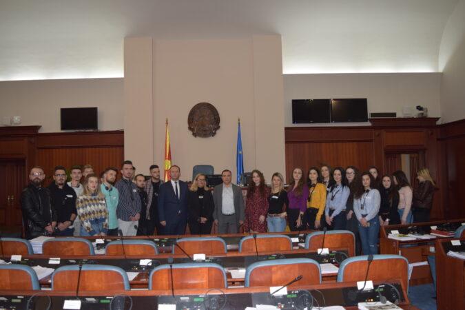 Kryetari i AlternAtivA-s, Afrim Gashi, takohet me studentët e UEJL-së