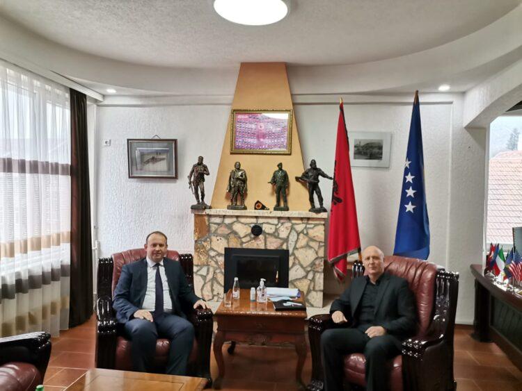 Kryetari i AlternAtivA-s, Afrim Gashi u takua me kryetarin e komunës së Kaçanikut, Besim Ilazi